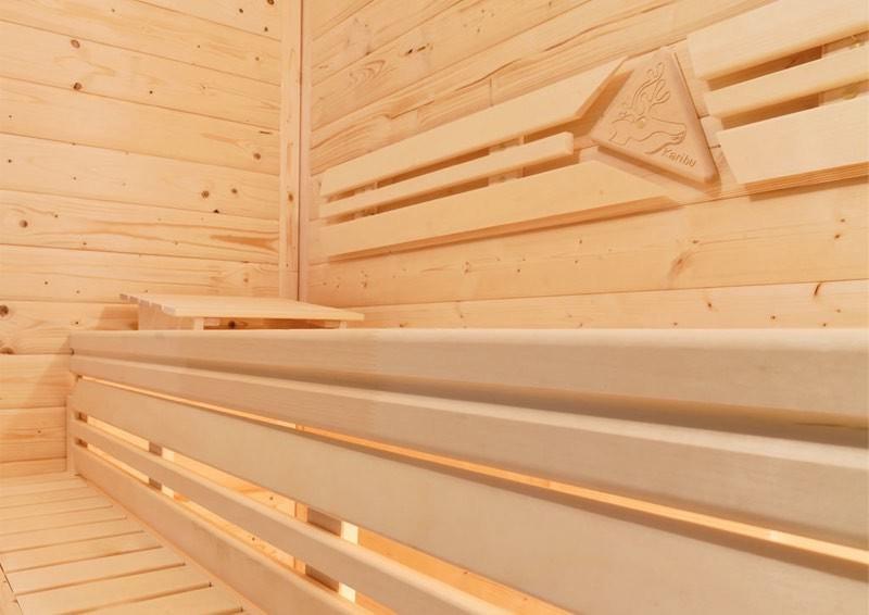 Karibu System Sauna 230 Volt Nanja (Eckeinstieg) 68 mm mit Dachkranz inkl. Ofen 3,6 kW ext. Steuerung